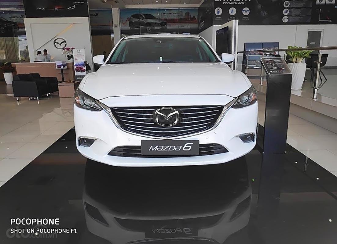 Bán xe Mazda 6 2.0L Premium sản xuất năm 2019, màu trắng (2)