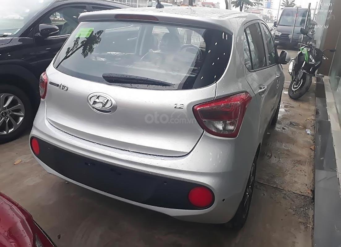 Bán xe Hyundai Grand i10 1.2 MT đời 2019, màu bạc, mới 100%-1