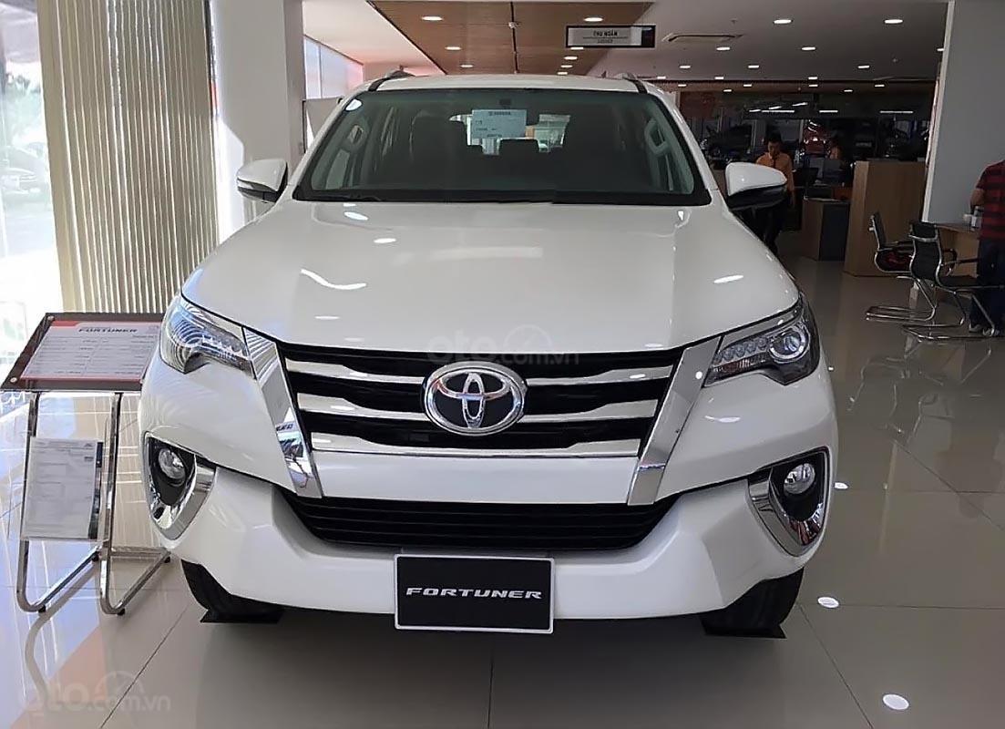 Bán Toyota Fortuner V sản xuất 2019, màu trắng, nhập khẩu-0