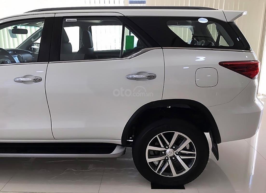 Bán Toyota Fortuner V sản xuất 2019, màu trắng, nhập khẩu-1