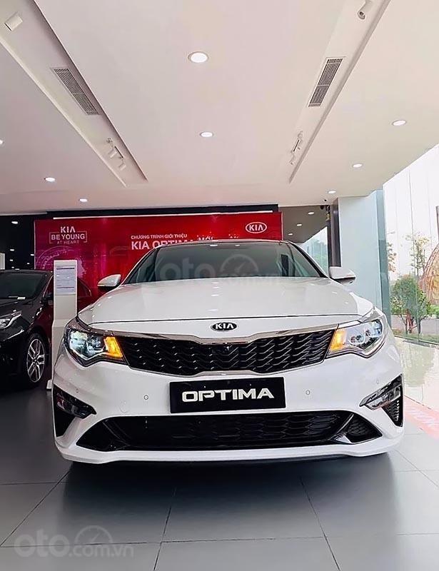Bán xe Kia Optima 2.4 GT Line, sản xuất năm 2019, xe lắp ráp trong nước, màu trắng-0