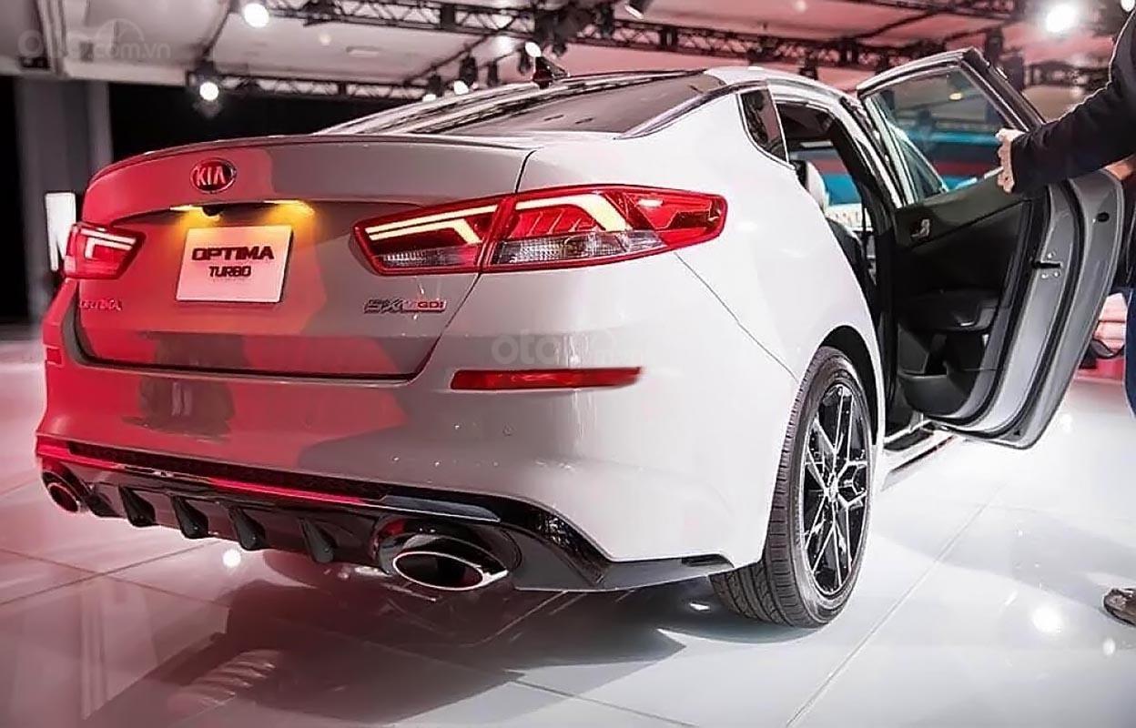 Bán Kia Optima 2.4 GT Line 2019 màu trắng, số tự động, máy xăng, xe lắp ráp trong nước-1
