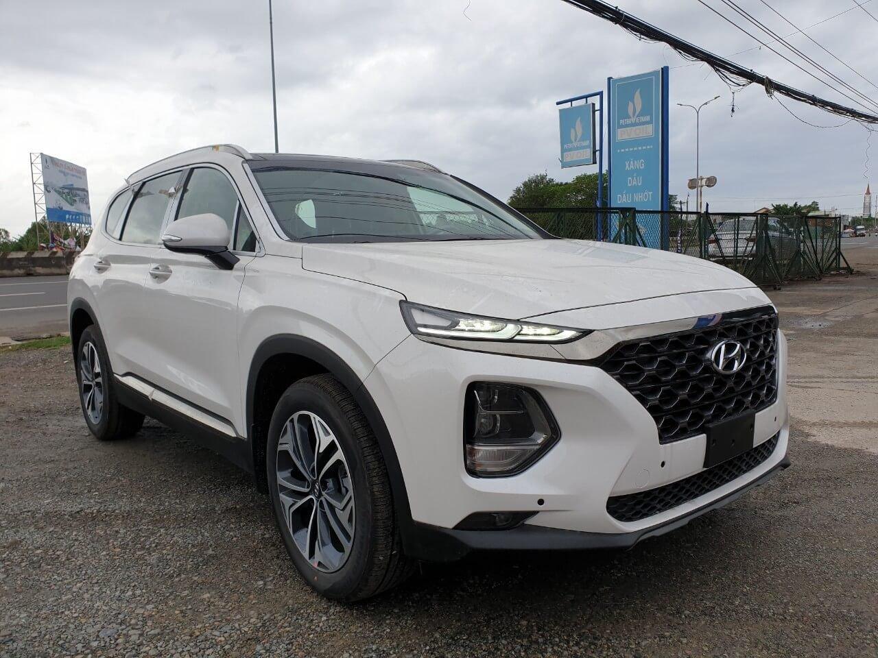 Hyundai Sante Fe 2019 cũng từng được nâng cấp nhẹ