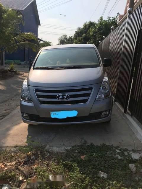Gia đình bán ô tô Hyundai Starex năm 2016, màu bạc, xe nhập-0