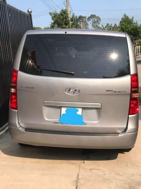 Gia đình bán ô tô Hyundai Starex năm 2016, màu bạc, xe nhập-1