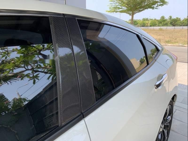 Cần bán gấp Honda Civic 2017, màu trắng, xe nhập như mới-1