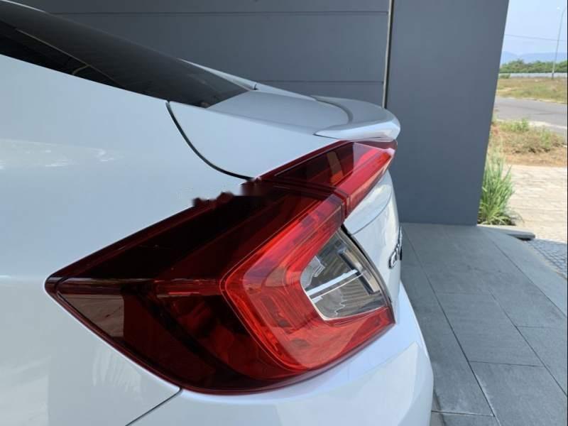 Cần bán gấp Honda Civic 2017, màu trắng, xe nhập như mới-2