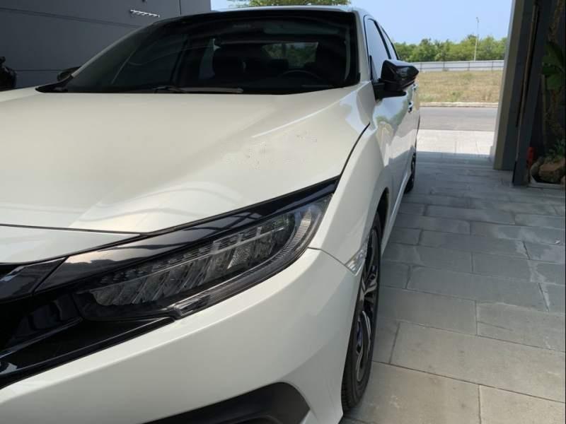 Cần bán gấp Honda Civic 2017, màu trắng, xe nhập như mới-3