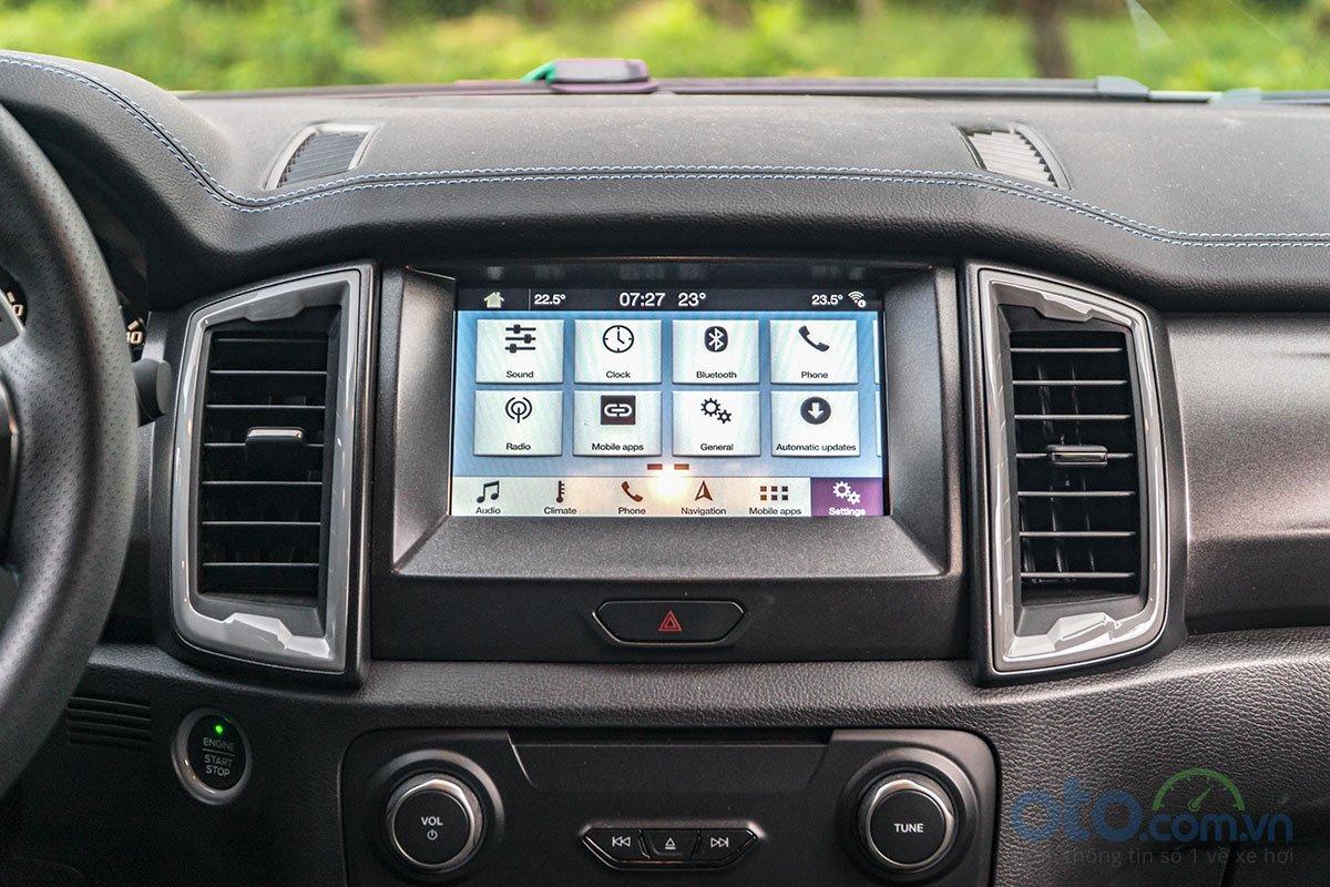 Đánh giá xe Ford Ranger Raptor 2019: màn hình trung tâm.
