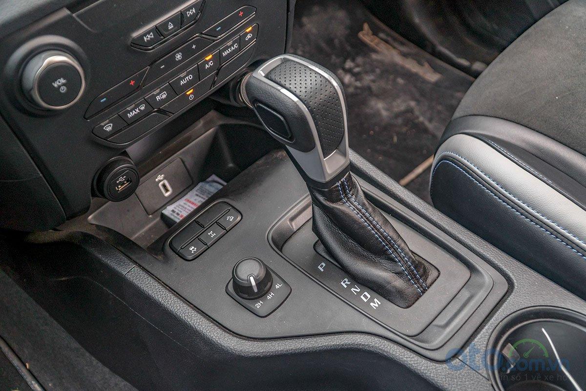 Đánh giá xe Ford Ranger Raptor 2019: hộp số tự động 10 cấp.