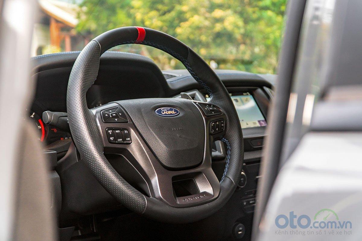 Đánh giá xe Ford Ranger Raptor 2019 về vô-lăng.