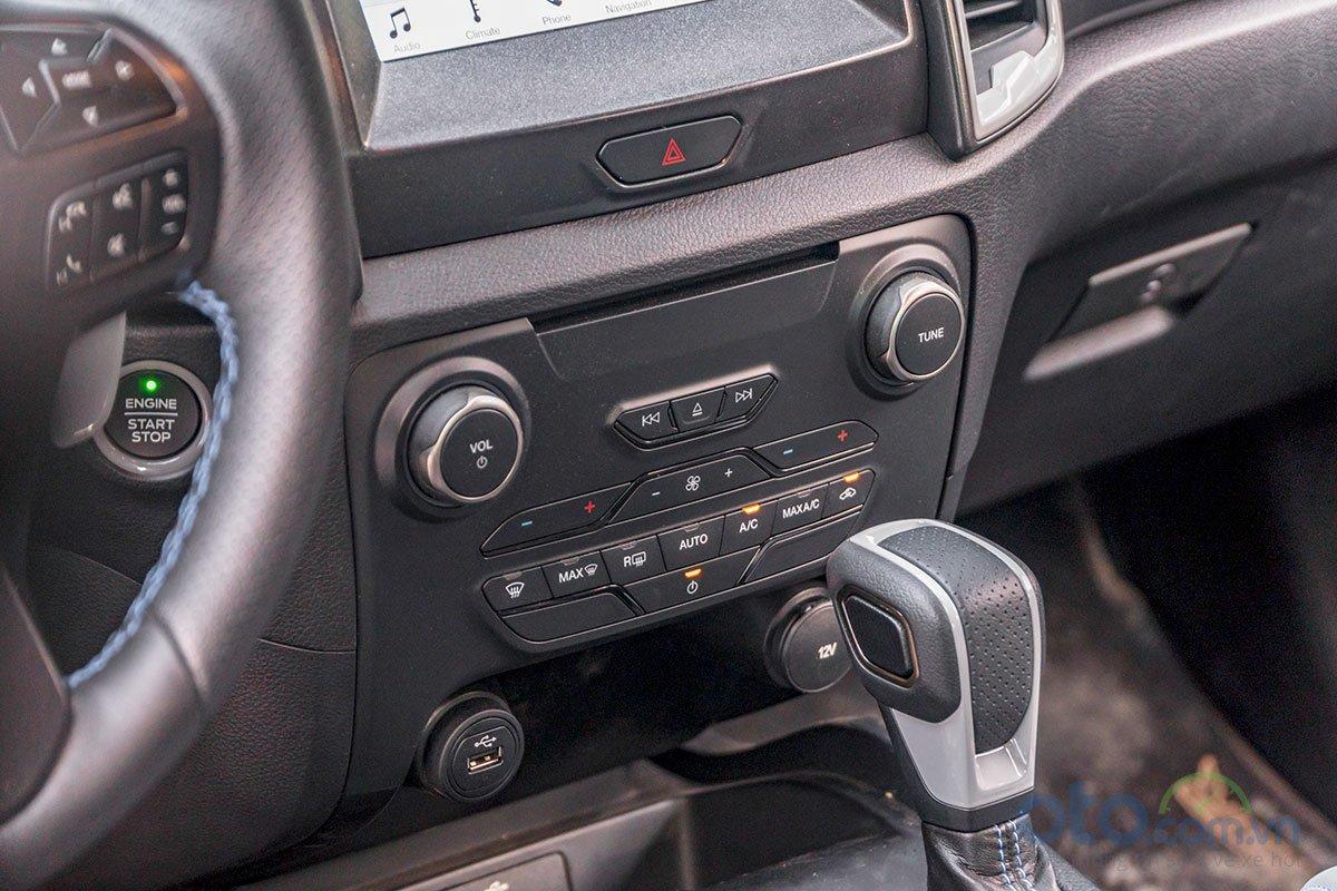 Đánh giá xe Ford Ranger Raptor 2019: Điều hoà 2 vùng độc lập.