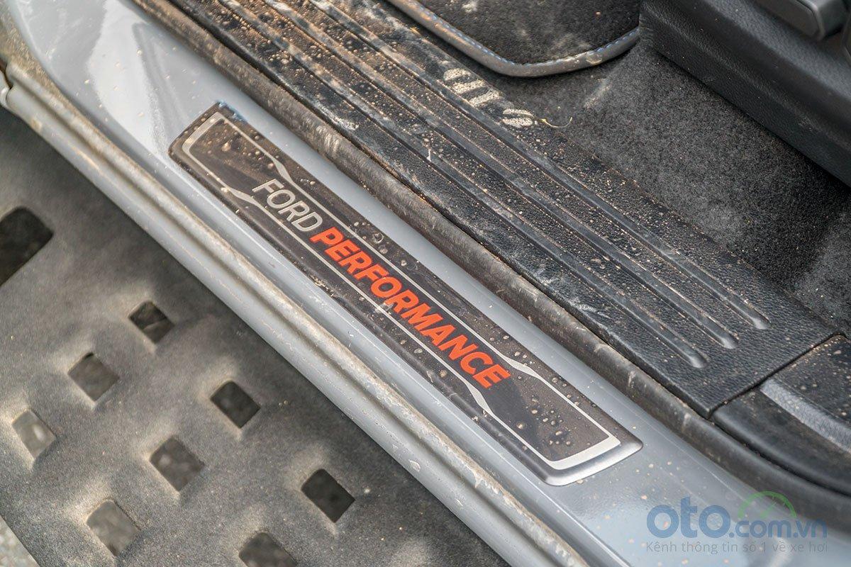 Bệ bước tinh chỉnh riêng của Ford Ranger Raptor 2019 2