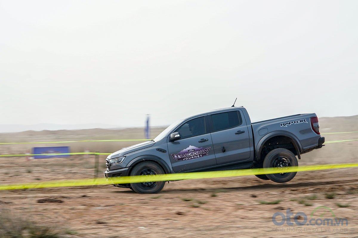 Đánh giá xe Ford Ranger Raptor 2019: Vận hành 2.