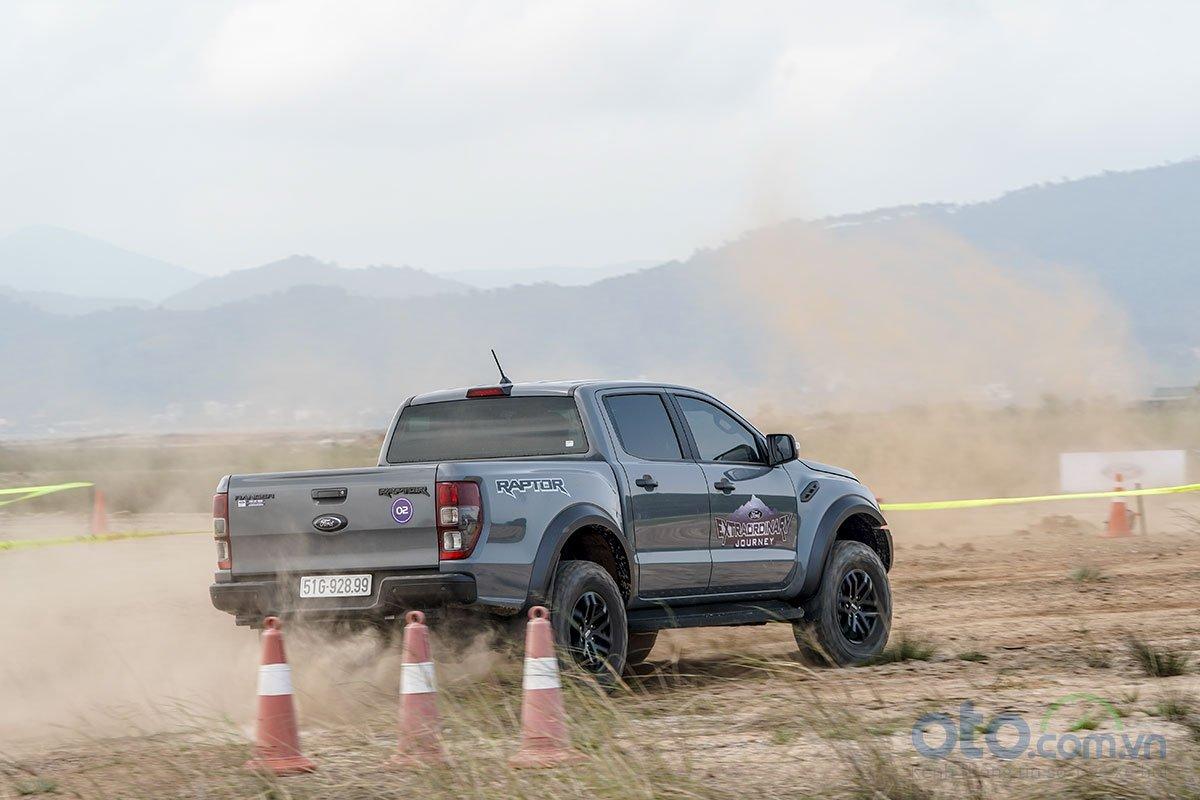 Đánh giá xe Ford Ranger Raptor 2019: Vận hành 1.