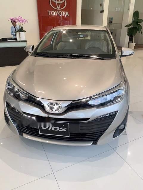 Cần bán xe Toyota Vios năm sản xuất 2019, màu vàng (1)
