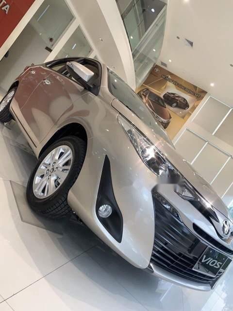 Cần bán xe Toyota Vios năm sản xuất 2019, màu vàng (5)