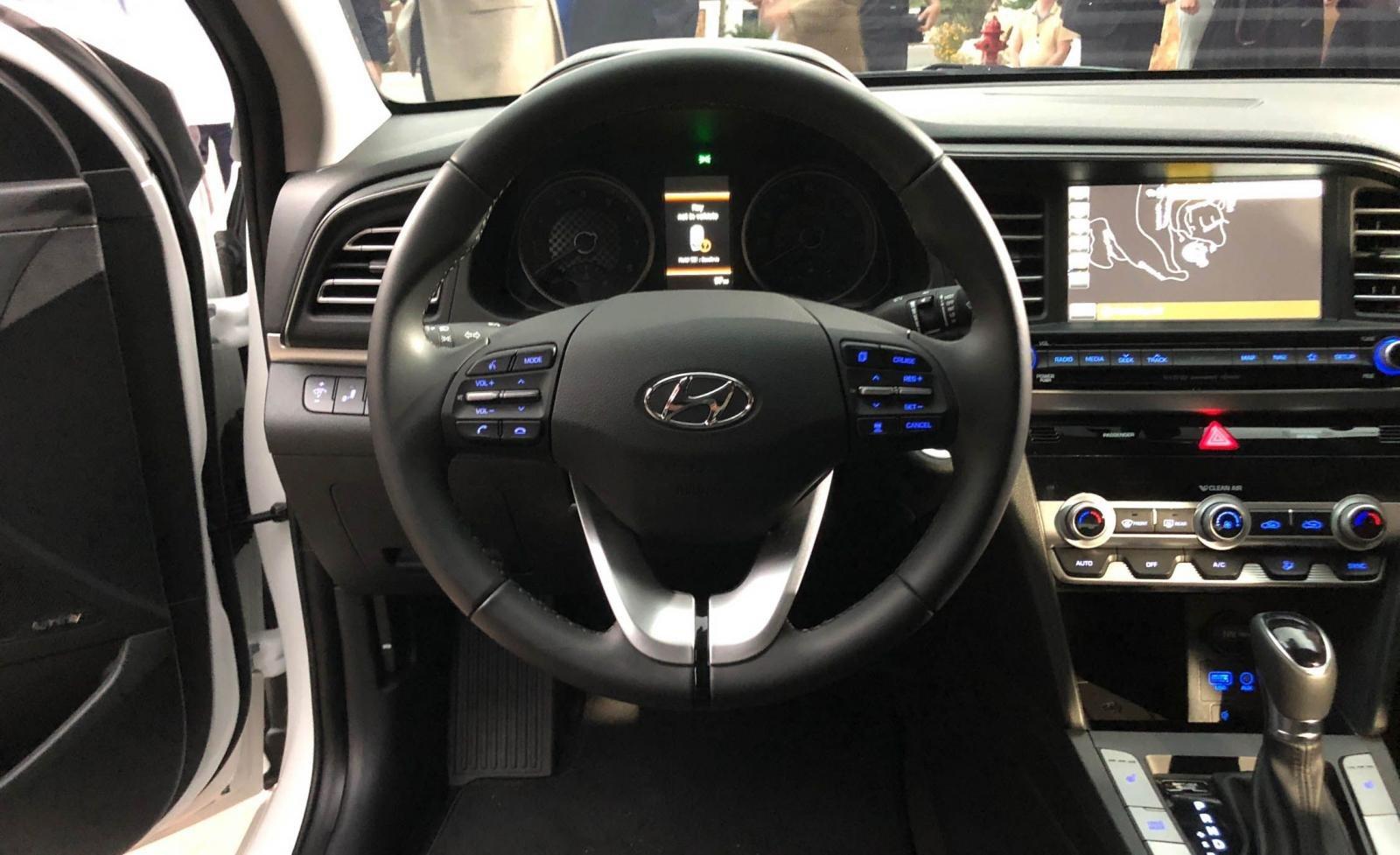 Cận cảnh chiếc Hyundai Elantra 2019 đã hoàn thiện tại nhà máy, chuẩn bị ra mắt - Ảnh 1.