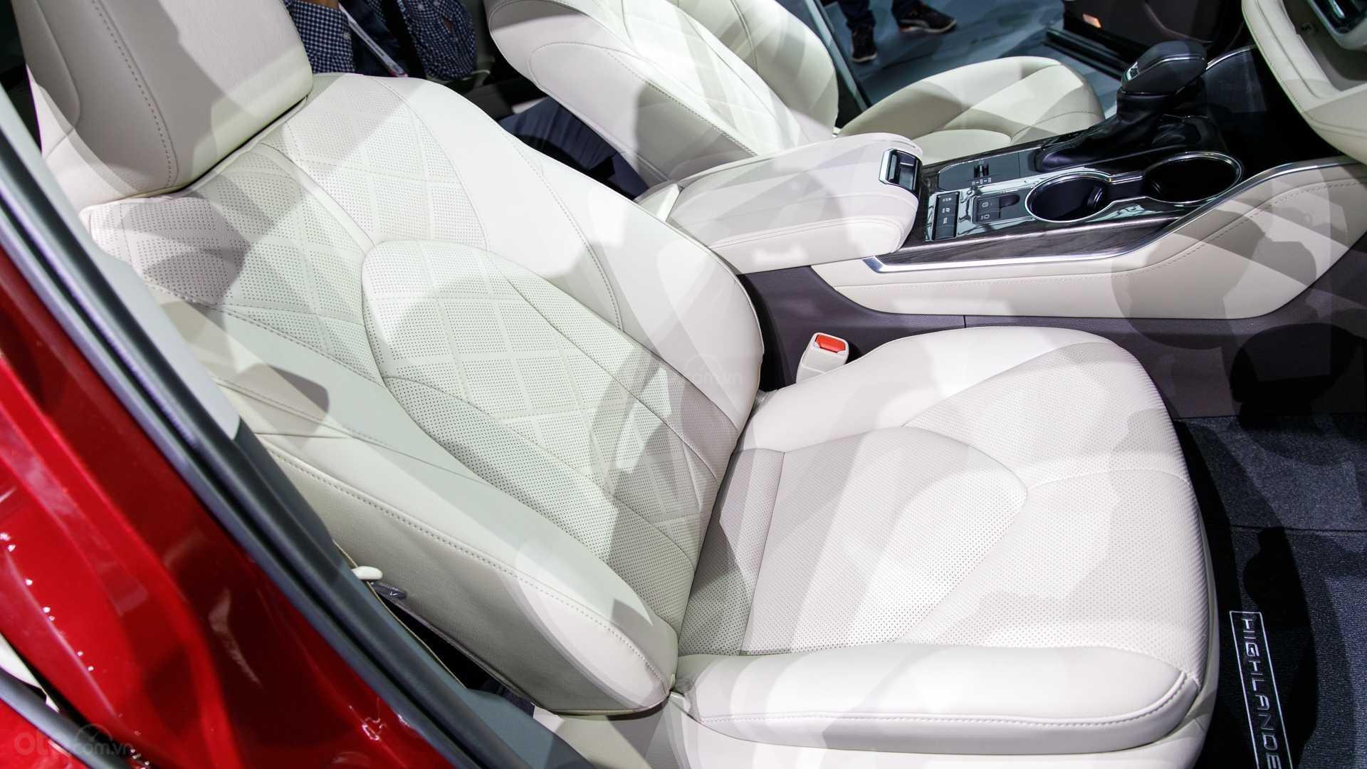 Đánh giá xe Toyota Highlander 2020 - ghế ngồi 1