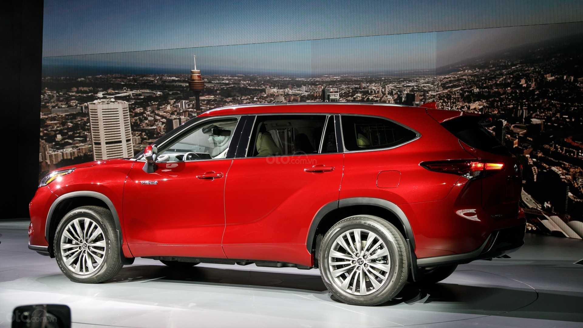 Đánh giá xe Toyota Highlander 2020 màu đỏ thân xe