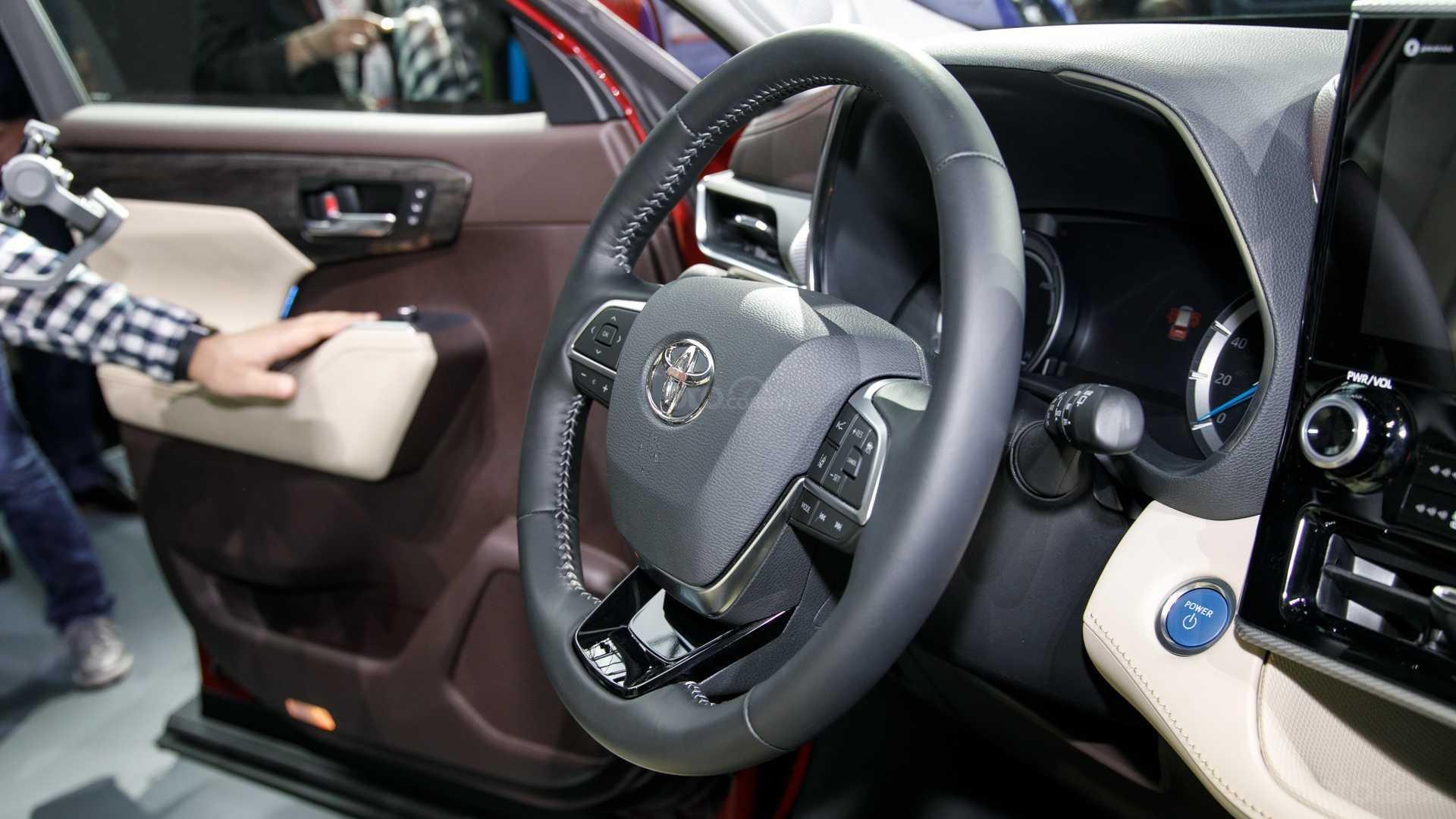 Đánh giá xe Toyota Highlander 2020: vô lăng 2