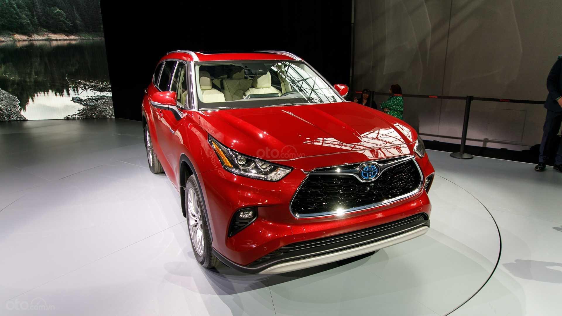 Đánh giá xe Toyota Highlander 2020 - đầu xe 1