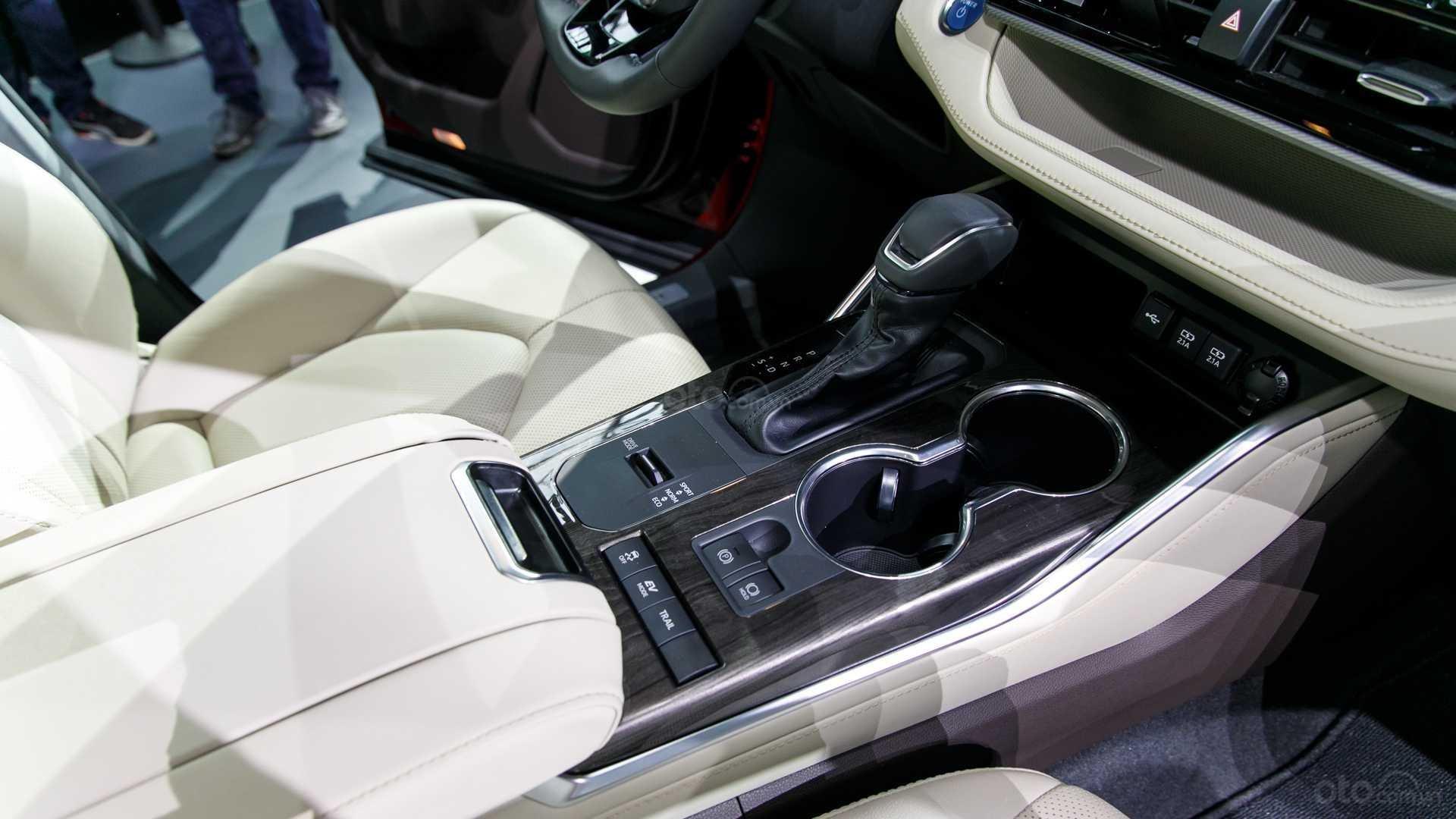 Đánh giá xe Toyota Highlander 2020: hộp số