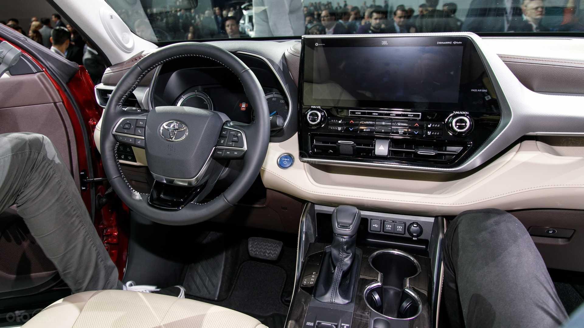 Đánh giá xe Toyota Highlander 2020: vô lăng