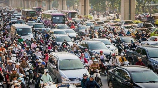 Giao thông đông đúc trong giờ cao điểm tại các thành phố lớn của Việt Nam...