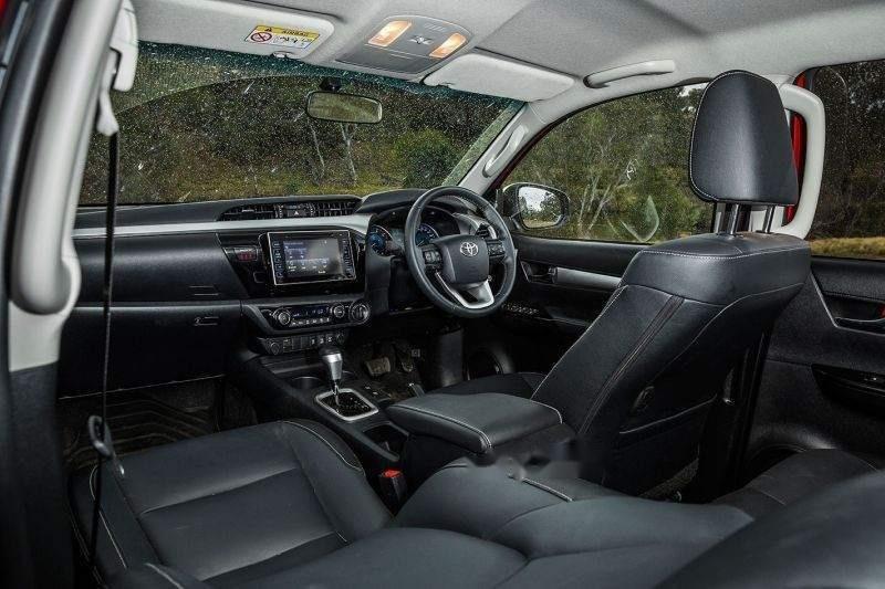 Bán Toyota Hilux đời 2019, nhập khẩu nguyên chiếc giá cạnh tranh-2