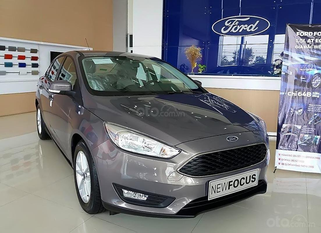 Bán xe Ford Focus 2019, màu xám, nội thất màu kem (1)