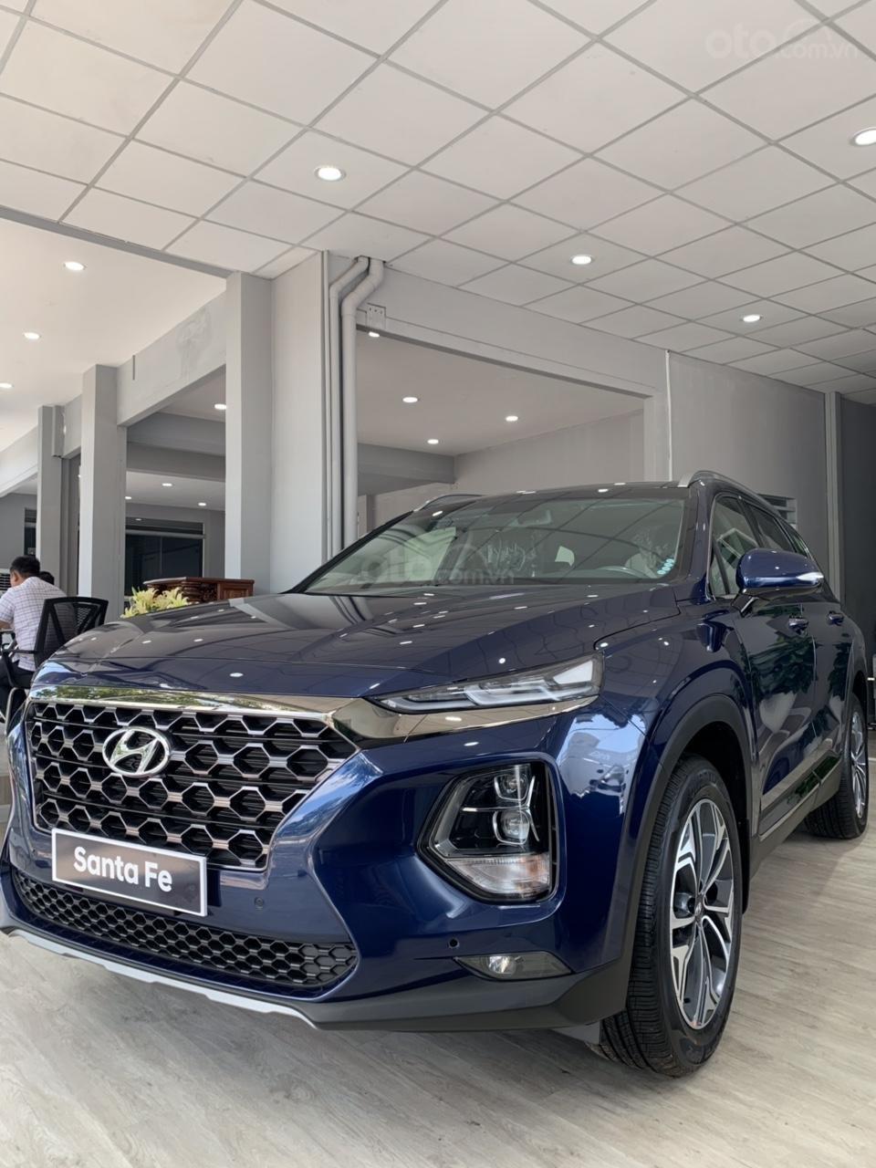 Cần bán xe Hyundai Santa Fe 2019-0