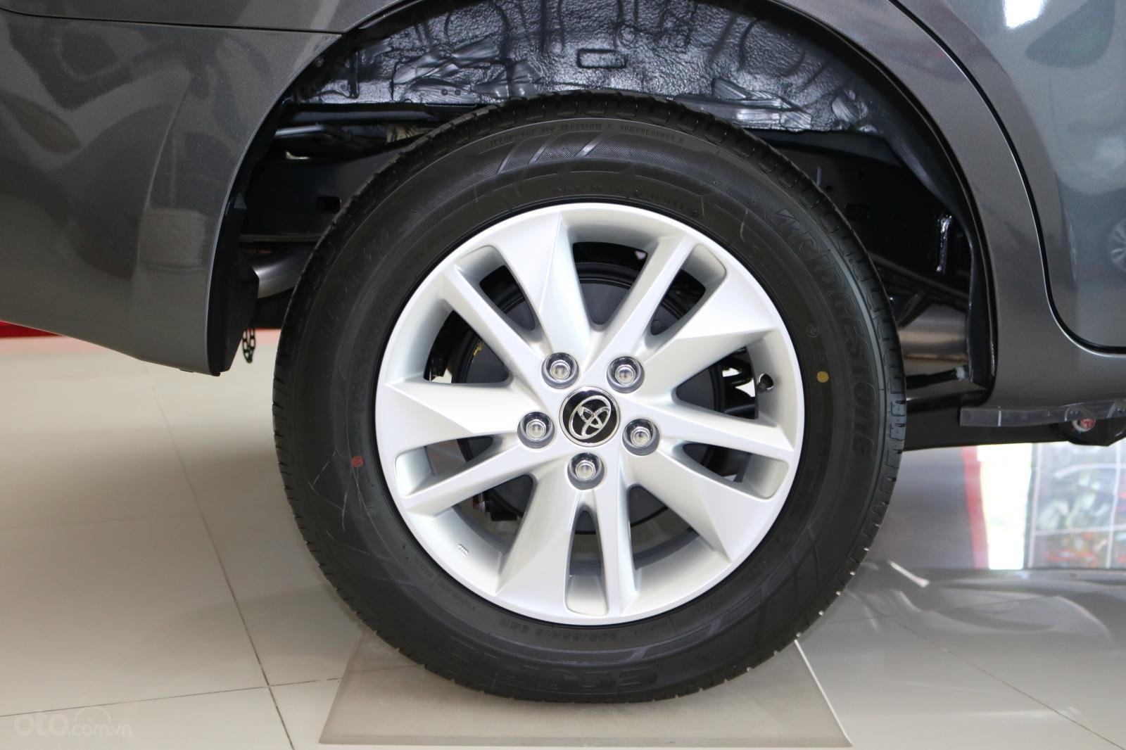 Toyota Innova 2.0E số sàn, đủ màu, giao ngay, khuyến mãi khủng-2