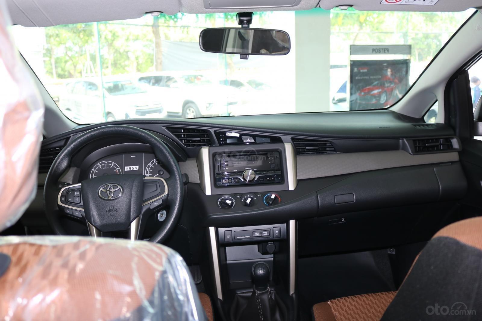Toyota Innova 2.0E số sàn, đủ màu, giao ngay, khuyến mãi khủng-5