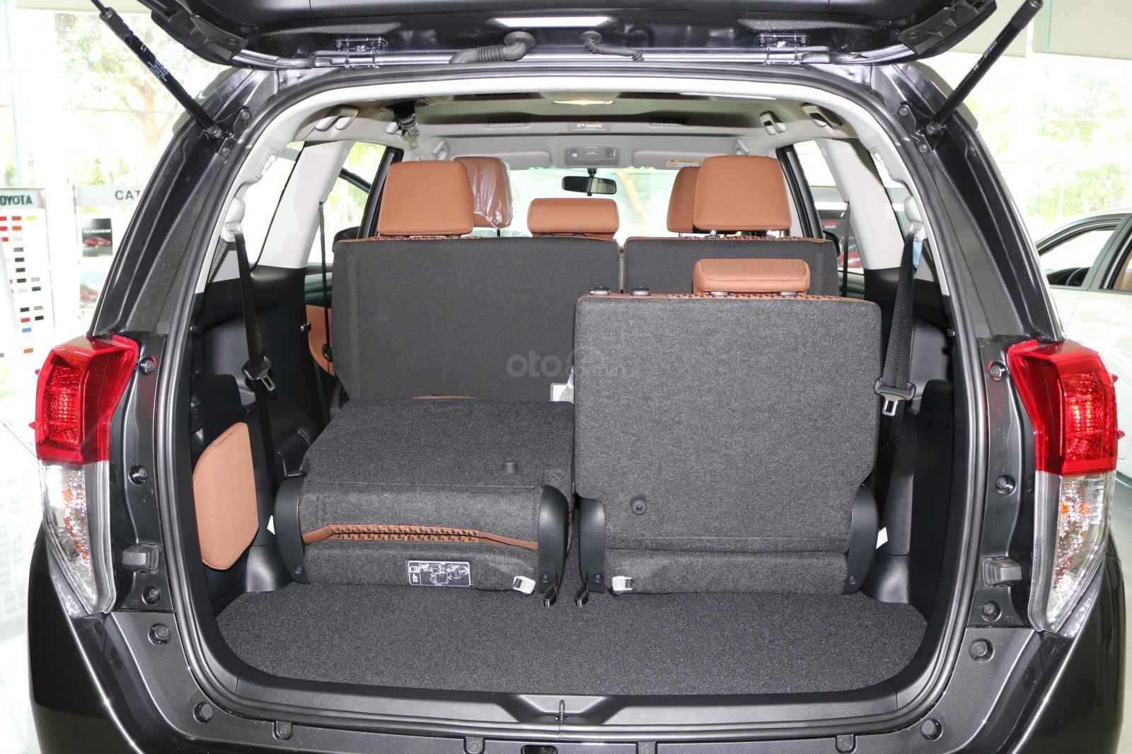 Toyota Innova 2.0E số sàn, đủ màu, giao ngay, khuyến mãi khủng-7