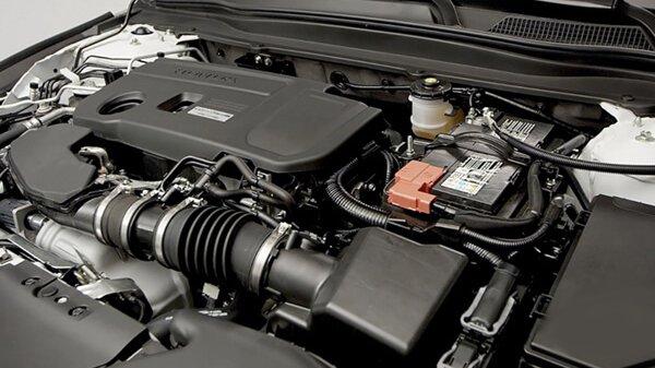 Toyota Camry 2019 sở hữu động cơ mạnh mẽ và linh hoạt hơn Honda Accord 2019.