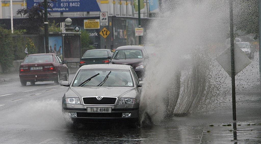 Lái xe mùa mưa bão an toàn với 12 kỹ năng cơ bản a1