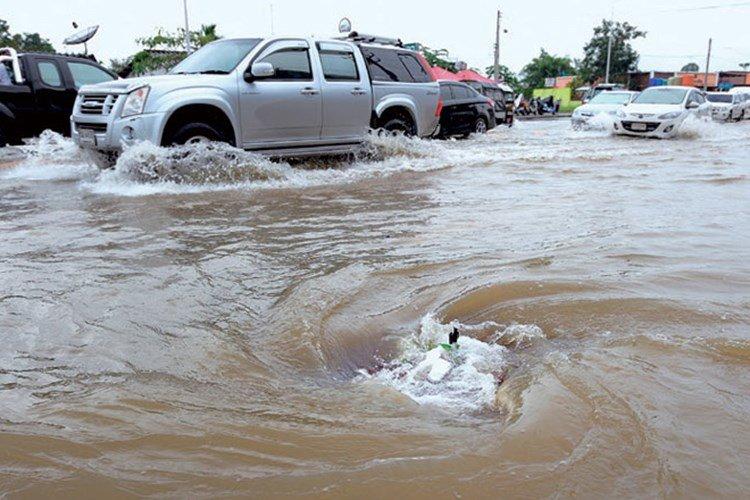 Lái xe mùa mưa bão an toàn với 12 kỹ năng cơ bản a6