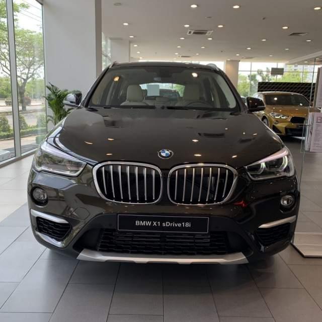 Bán xe BMW X1 sản xuất 2018, màu đen, xe nhập-0