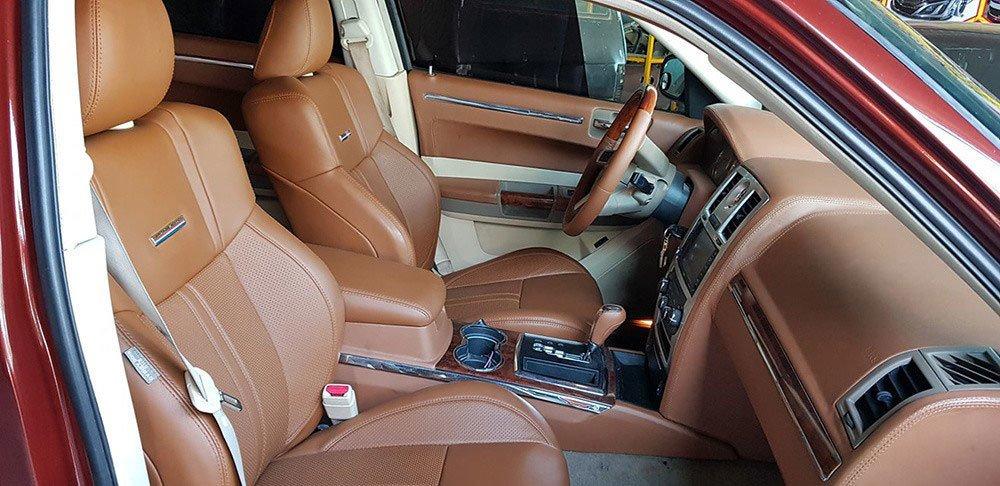Thợ Việt biến Chrysler 300C Heritage Edition cũ thành Rolls-Royce Phantom sang chảnh a7