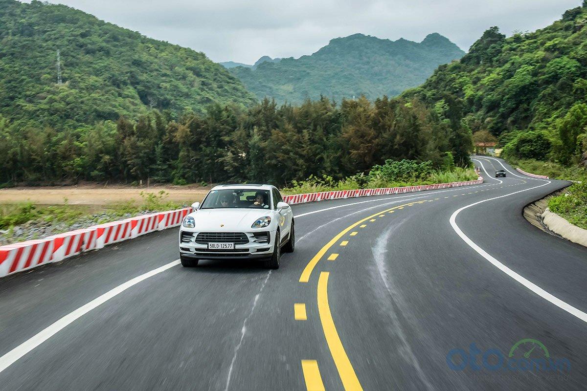 Đánh giá xe Porsche Macan S 2019 về cảm giác lái 4.