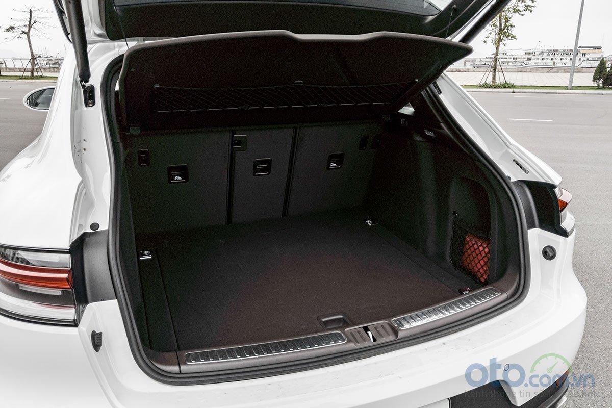 Đánh giá xe Porsche Macan S 2019: khoang hành lý.