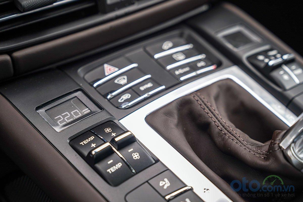 Đánh giá xe Porsche Macan S 2019: Điều hoà độc lập 3 vùng.