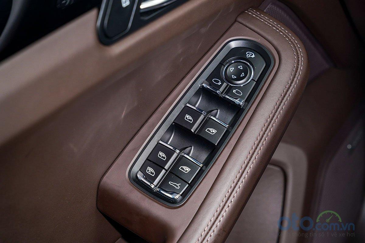 Đánh giá xe Porsche Macan S 2019: Cửa kính nâng hạ điện 4 vị trí.