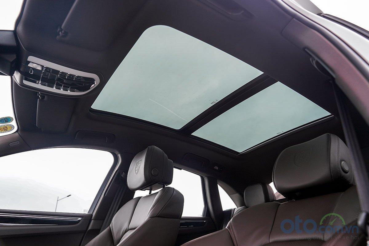 Đánh giá xe Porsche Macan S 2019: Cửa sổ trời toàn cảnh.