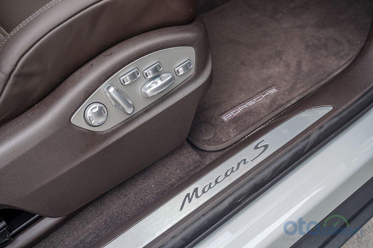Đánh giá xe Porsche Macan S 2019: Ghế trước chỉnh điện 18 hướng.