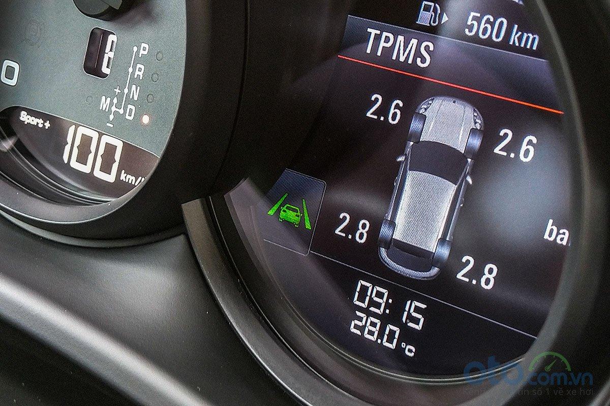 Đánh giá xe Porsche Macan S 2019: Cảm biến áp suất lốp và cảnh báo chệch làn đường.