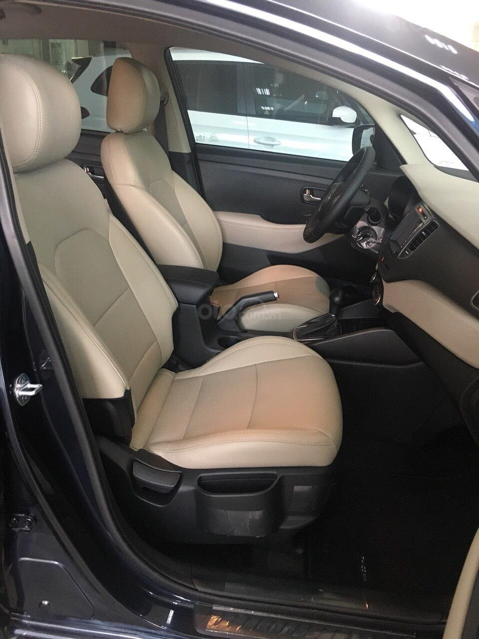Kia Rondo GAT 2019 option trang bị cao nhất phân khúc minivan giảm tiền mặt + tặng BHVC xe-2