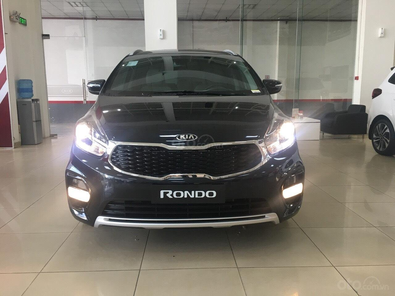 Kia Rondo GAT 2019 option trang bị cao nhất phân khúc minivan giảm tiền mặt + tặng BHVC xe-4