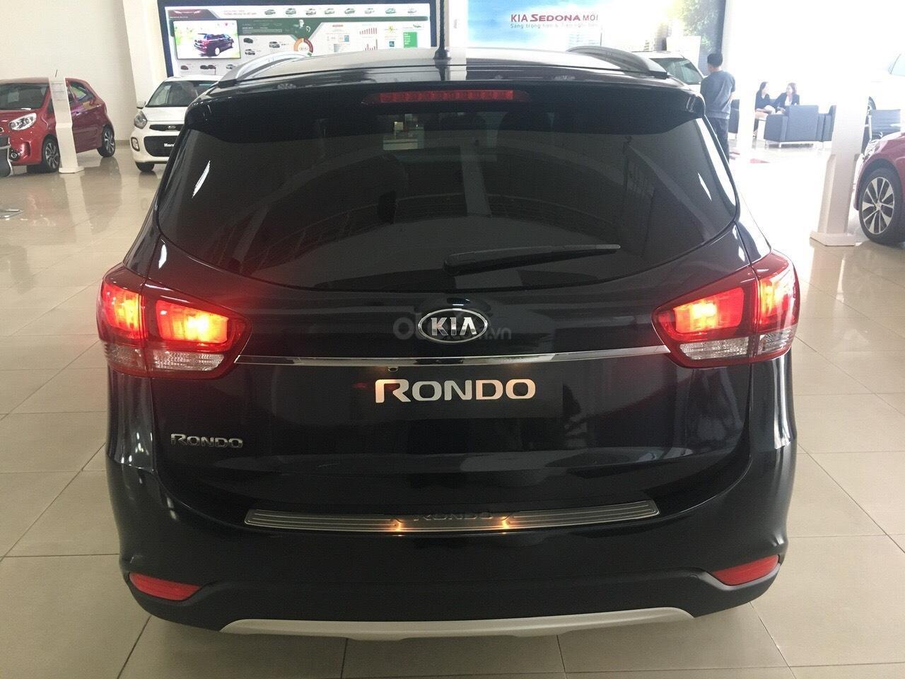 Kia Rondo GAT 2019 option trang bị cao nhất phân khúc minivan giảm tiền mặt + tặng BHVC xe-6